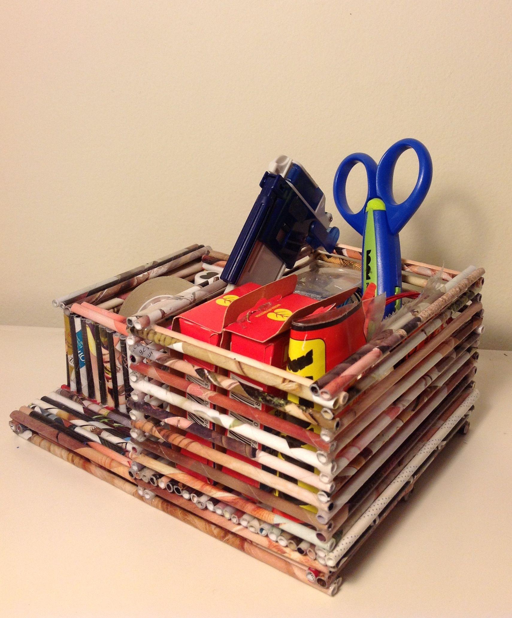 Organizador para escritorio hecho con rollitos de papel de revistas paper art decoraciones y - Organizador de escritorio ...