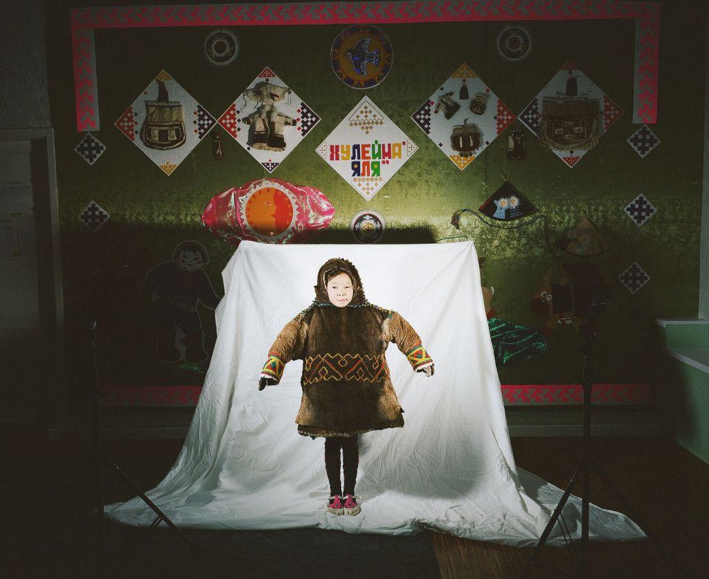 ロシア極北地方の先住民族、ネネツ族。普段はツンドラでトナカイたち