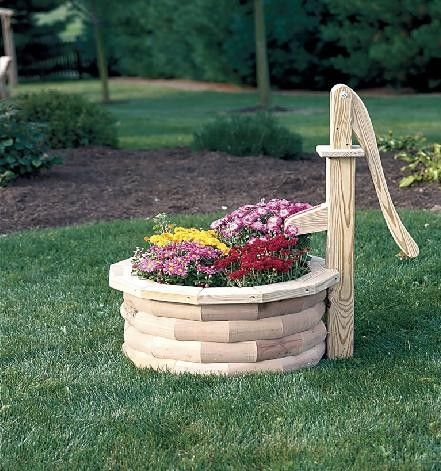 amish cedar pump planter with bucket large gardens pump and planters. Black Bedroom Furniture Sets. Home Design Ideas