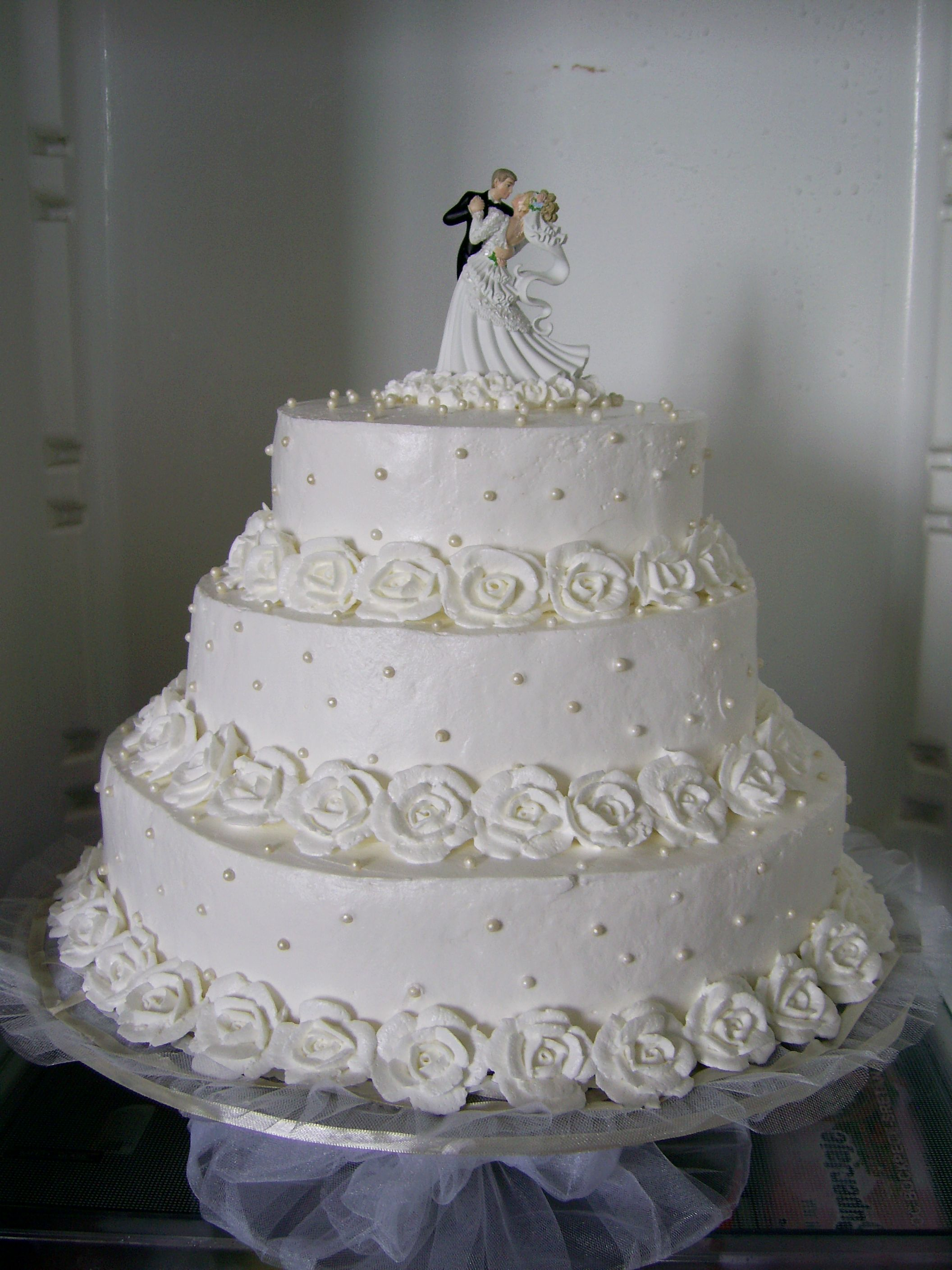 Cake Designs With Whipped Cream : white wedding cake with roses of whipped cream Cakes ...