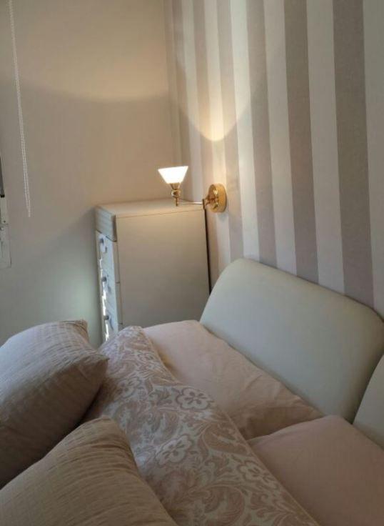 Desplazar los apliques de luz en el cabecero de cama | Nueva casa ...