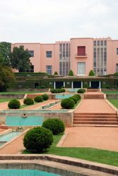 House of Serralves, Art deco Style. In the same space we can see the Museum OF Contemporary Art, by Siza Vieira and the Park.