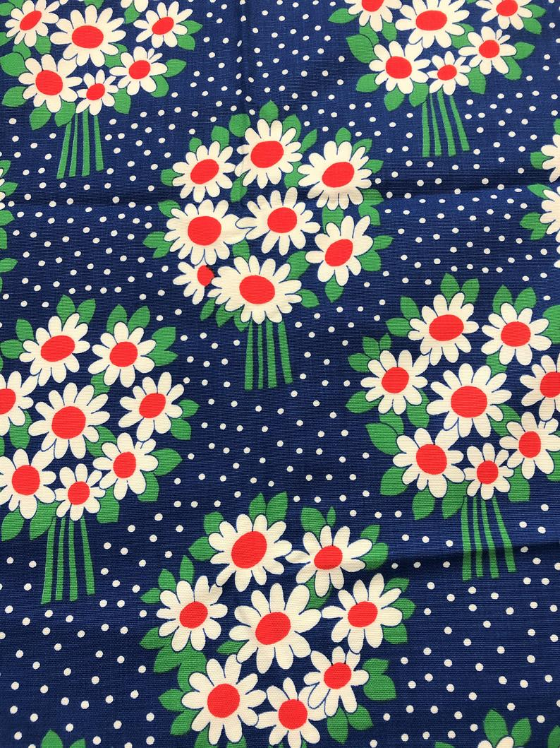 NEW-56 Inches Wide-100/% Cotton Fabric-Vintage Design-Dainty Red Floral on Green
