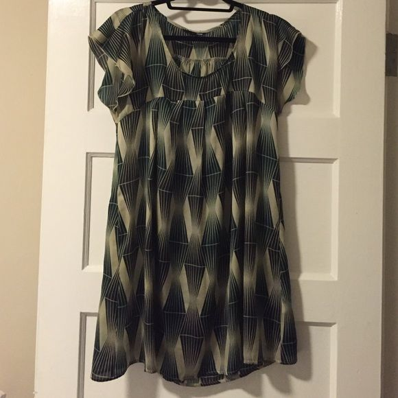 Silk Geo Print Dress Short, silky and flowy. Great print for any season can be worn as a summer dress (if you 5'4 and below) or with tights and boots during the winter. Great accent shoulder sleeves. The feel of a baby doll dress! H&M Dresses Mini