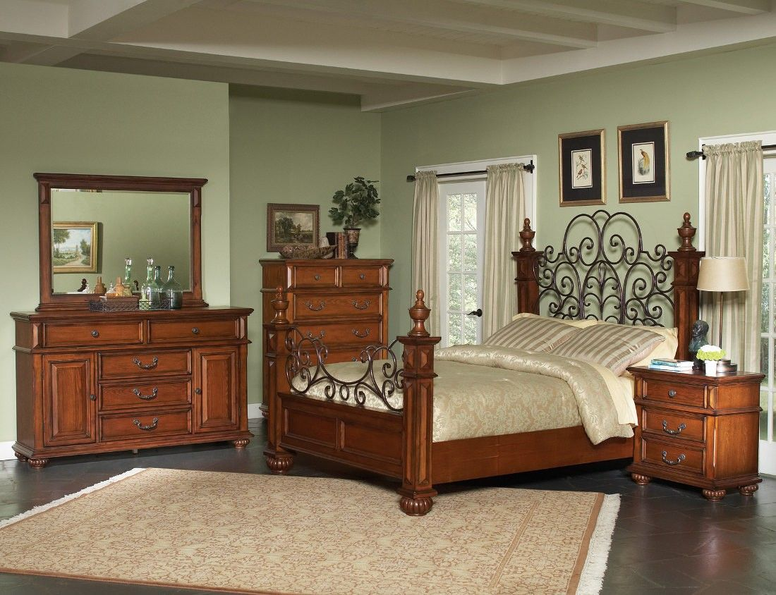 The Kessner Bedroom Collection Exudes Traditional Styling At Its Finest Crafted From Mindy Wood And Veneers It Is Available Oak Bedroom Furniture Bedroom Set