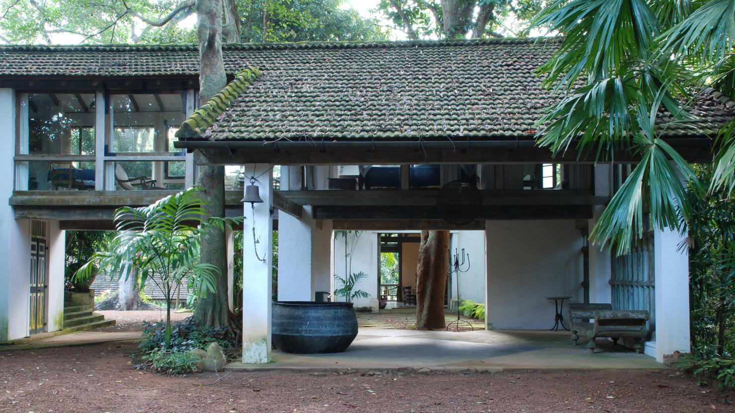 How Architect Geoffrey Bawa Improved His Corner of Paradise