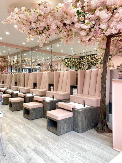 Pin By Alexandra Asmarandei On Spa Mani Y Pedi Nail Salon Interior Design Nail Salon Interior Salon Interior Design