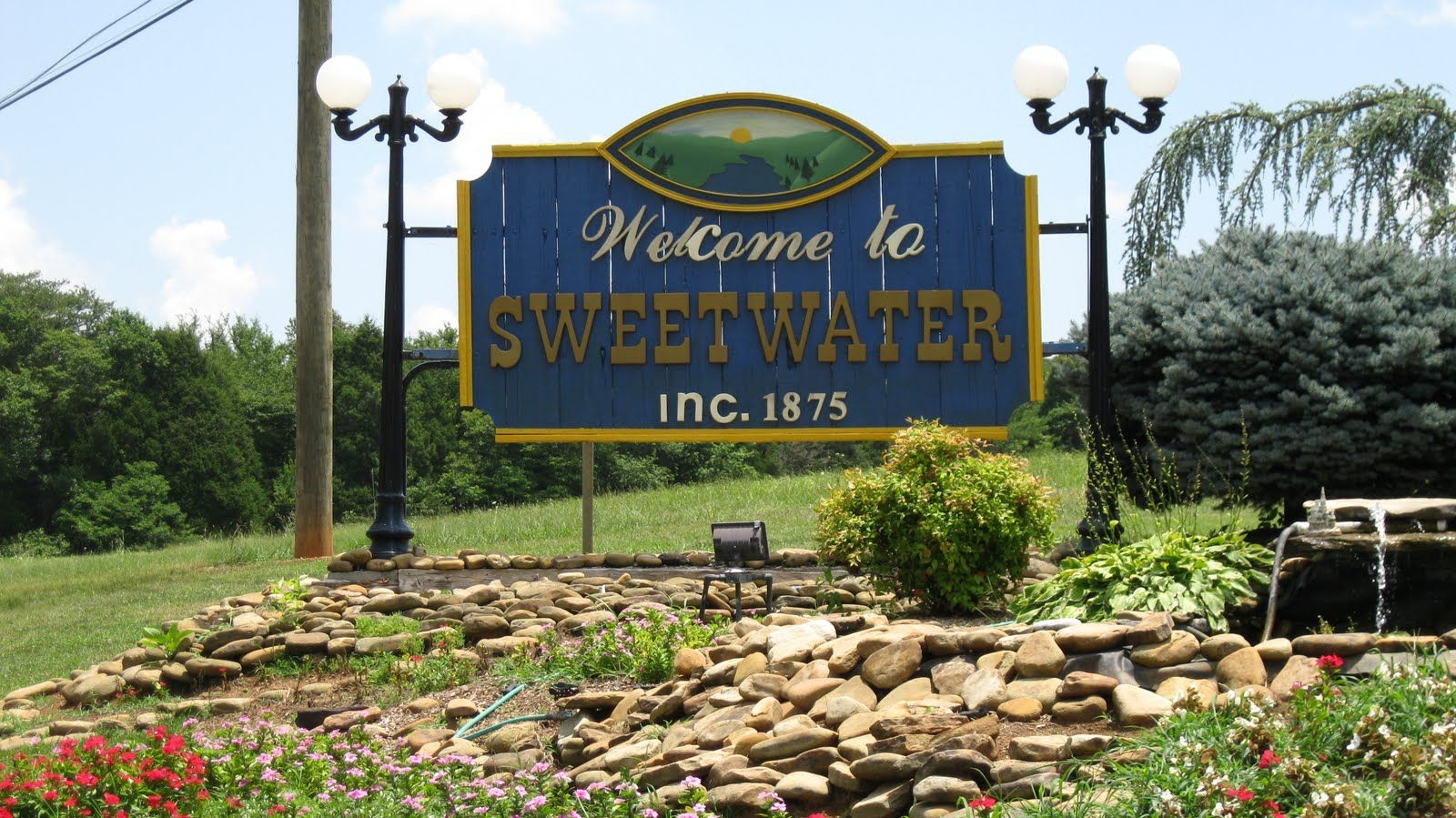 Sweetwater tennessee is an attractive small town located for Small towns in tennessee near knoxville