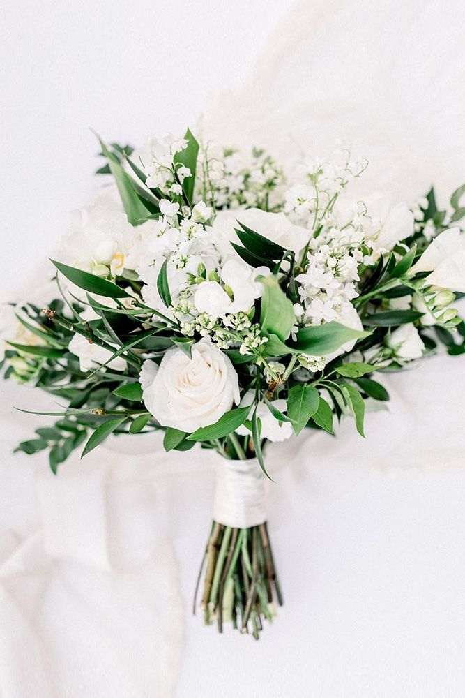 42 White Wedding Bouquets for Every Season - WeddingInclude
