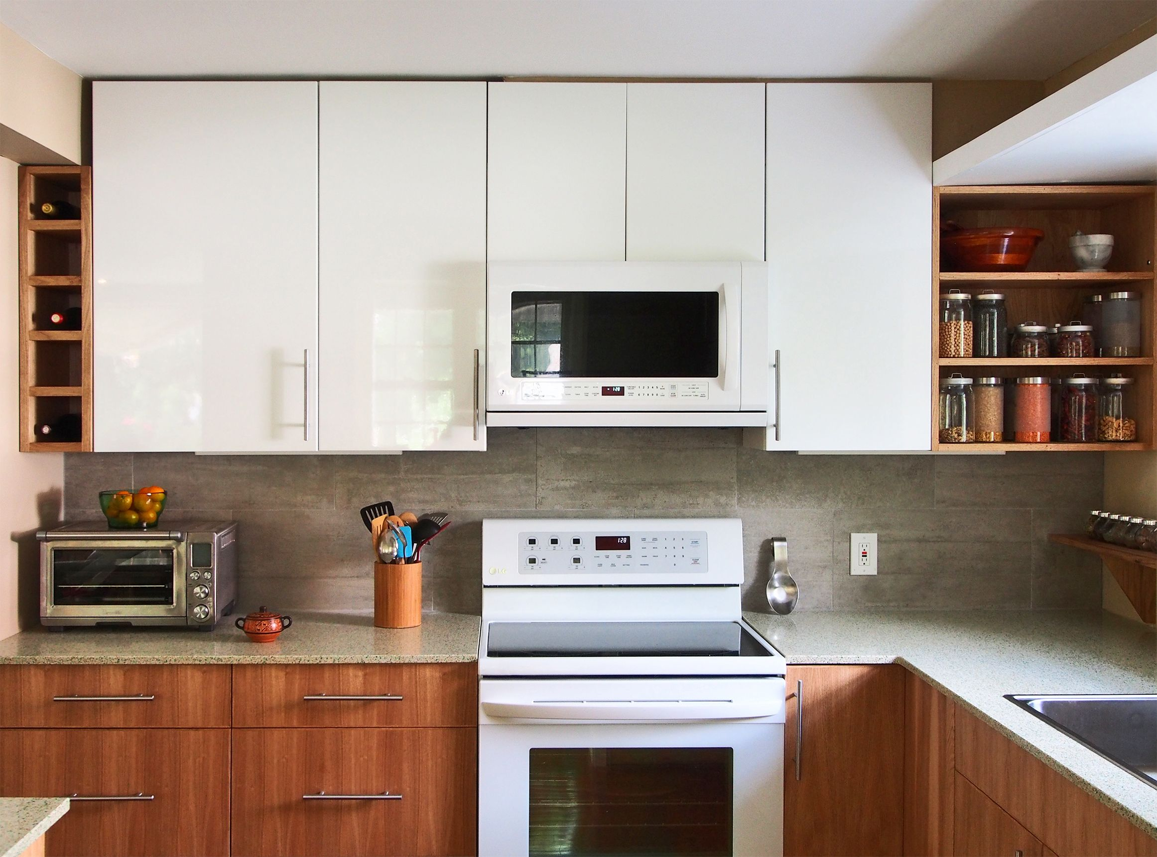 Modern Small Kitchen Design Reclaimed Butternut Wood And Glossy White Cabinets With Geos Ash Kitchen Design Modern Small Modern Kitchen Design Kitchen Design