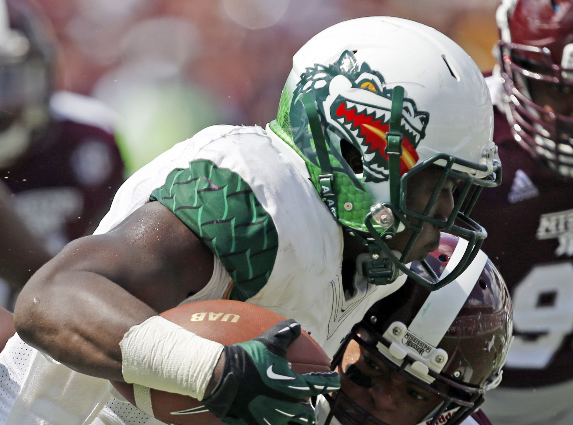 The 7 Freshest College Football Uniforms From Week 2 Football Uniforms College Football Uniforms Sports Uniforms