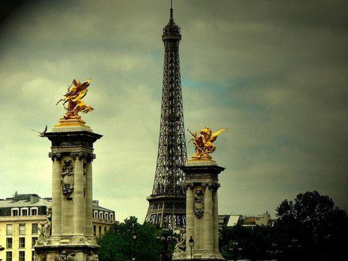 """  ♕   """"La Dame de fer""""- Tour Eiffel, Paris   by © Louise LeGresley"""