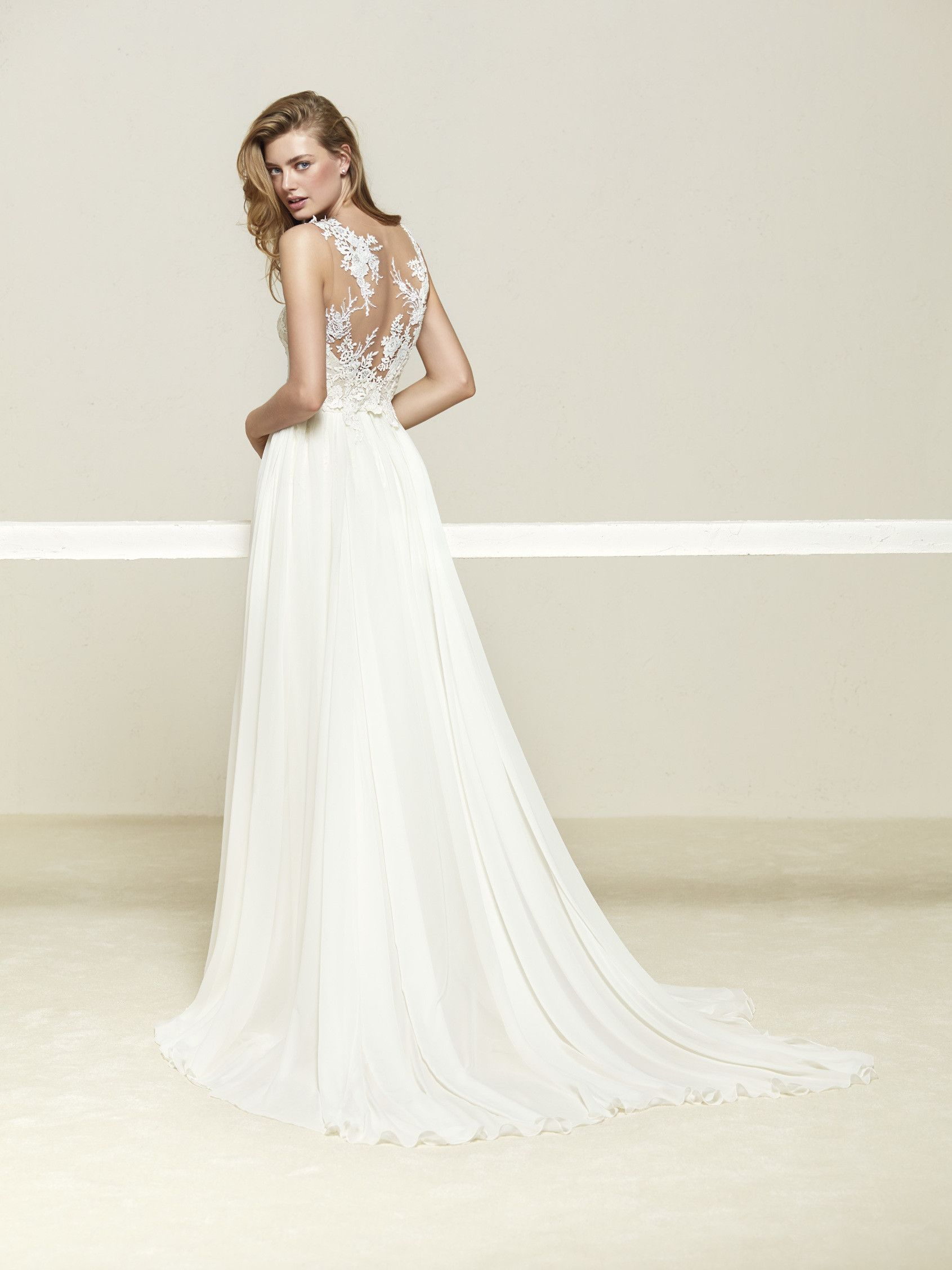 Wedding dress with beautiful layered skirt - Drepea - Pronovias ...