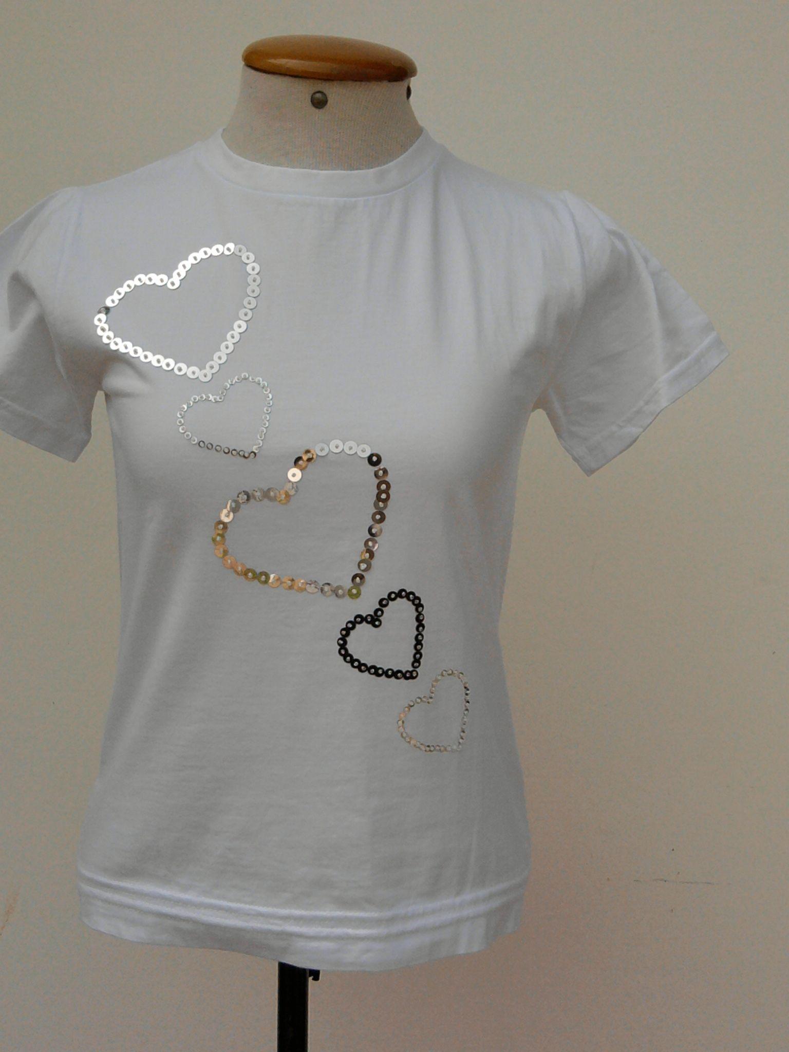 a311899db1 Camiseta bordada com lantejoulas