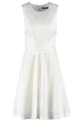 Ein schlichtes Kleid in unschuldigem Weiß. Esprit ...
