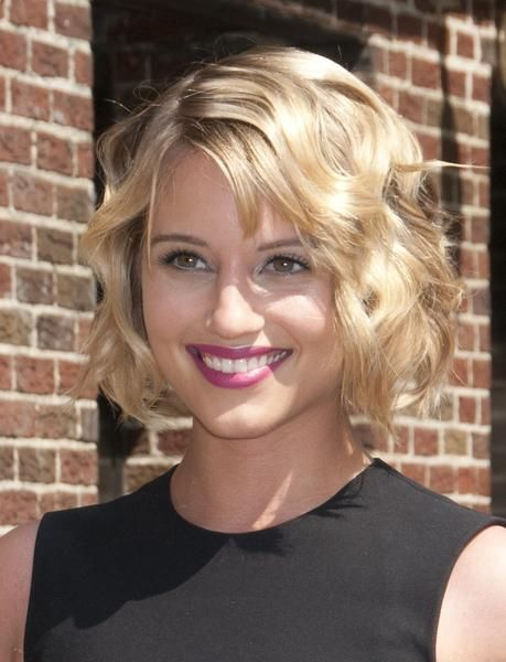 Wavy Bob Hairstyle For Women A Little Longer And No Bangs