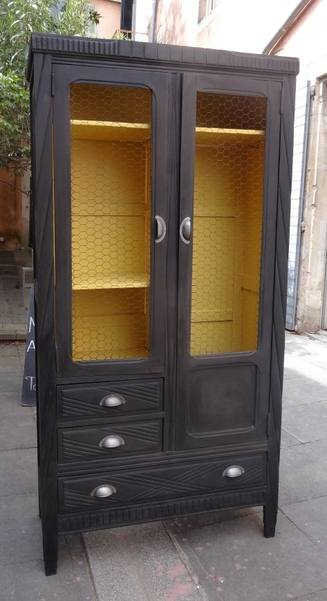 Armoire rétro #patinenoire #jaune #chalkpaint For the Home