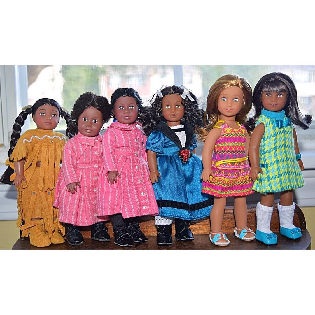 Some of these dolls have never been taken out of their box. We keep saying we need to take more pictures with our minis. Can you guess which mini is the oldest? She's staring right at you.  - - #agigdocchallenge #americangirlbrand #americangirldolls #americangirlminis #pleasantcompany #aghistorical #aghistoricaldolls #agig #dollstagram #dollsofinstagram #dollsofcolor #dollsofcolour #agsofcolor #agsofcolour #aglove #agphotography #joy2everygirl