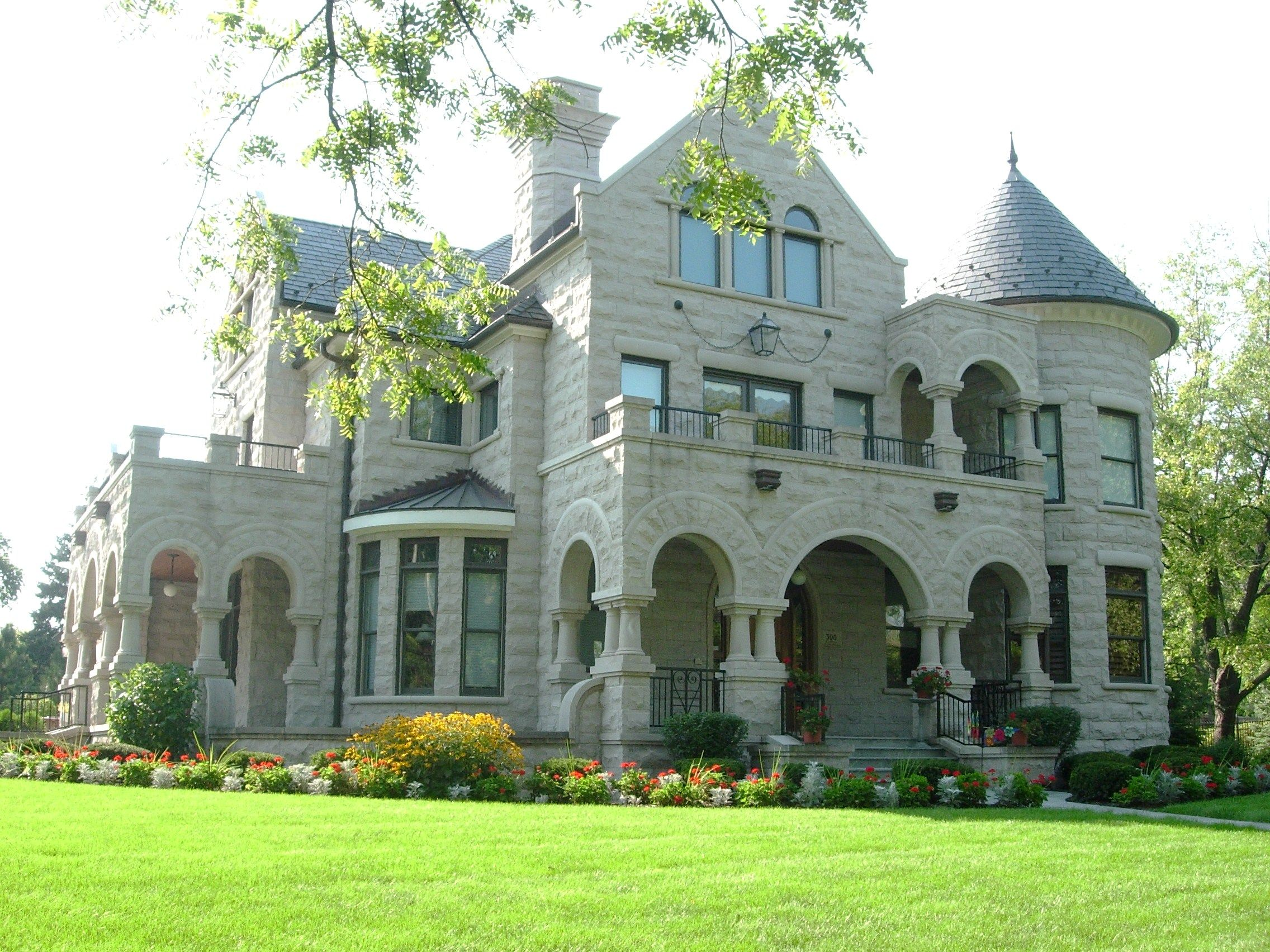 richardson romanesque style lent itself to homes for the very rich or public buildings such - Mansion Architectural Styles