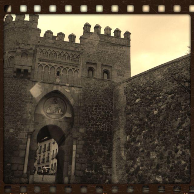 Una de las puertas de la ciudad de Toledo, España  ;)
