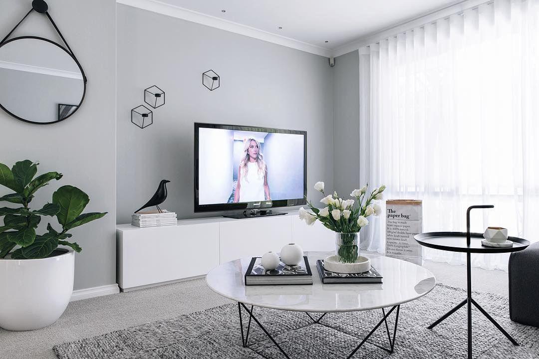 Graue Wand, Sideboard, Beistelltisch | Wohnzimmer in 2019 ...