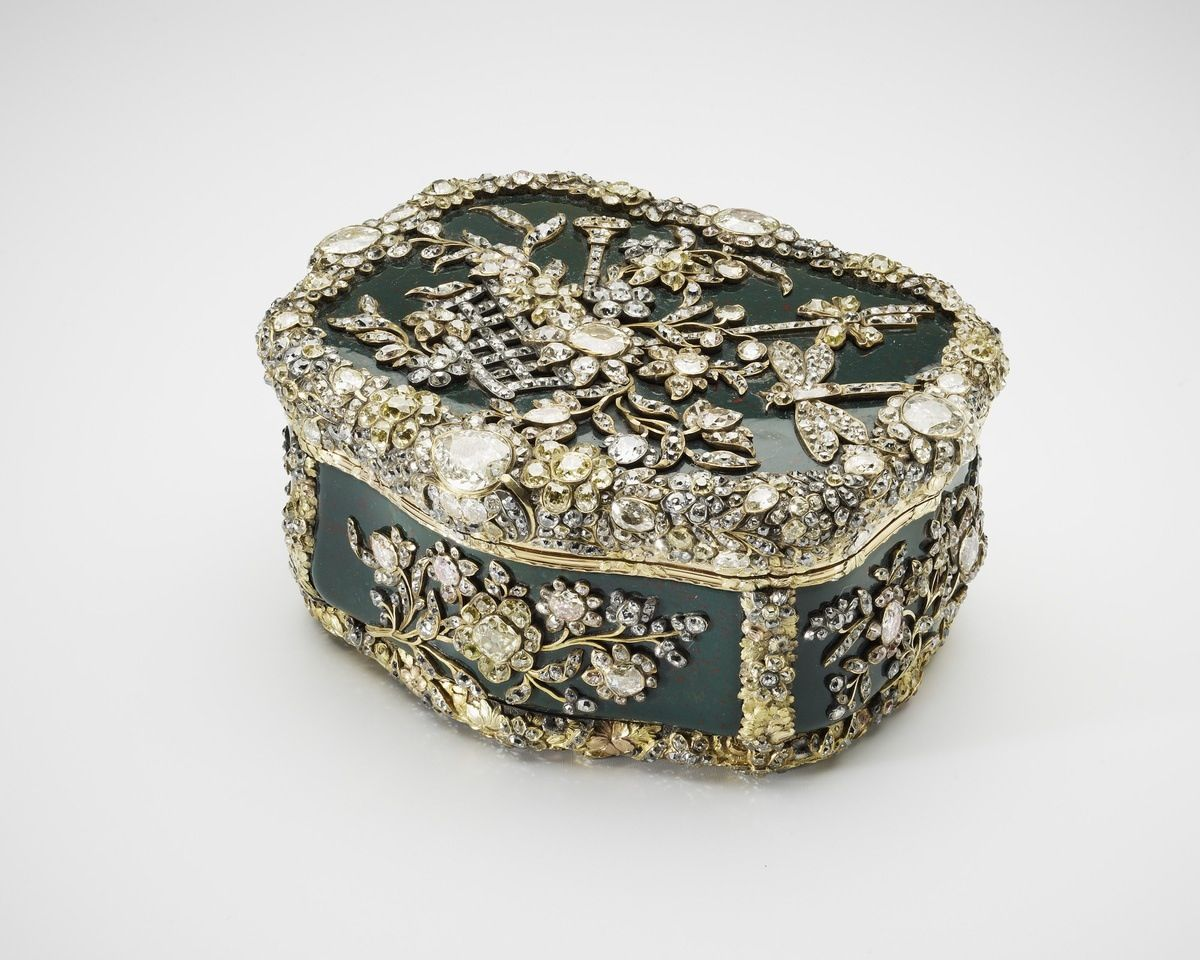 Gold enamel box studded with diamonds