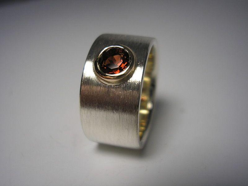 """Passend für jede Gelegenheit, und in allen Wunschfarben erhältlich. Ring """"Schlicht&Elegant"""" Granat von GoldschmiedeNorwinVitten auf DaWanda.com"""