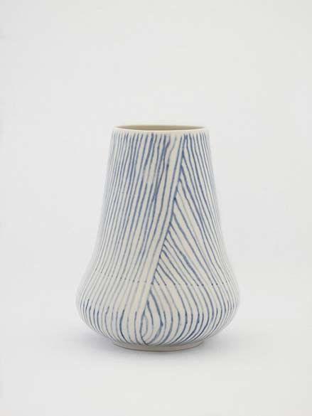 Vaso de cerâmica, de Shio Kusaka