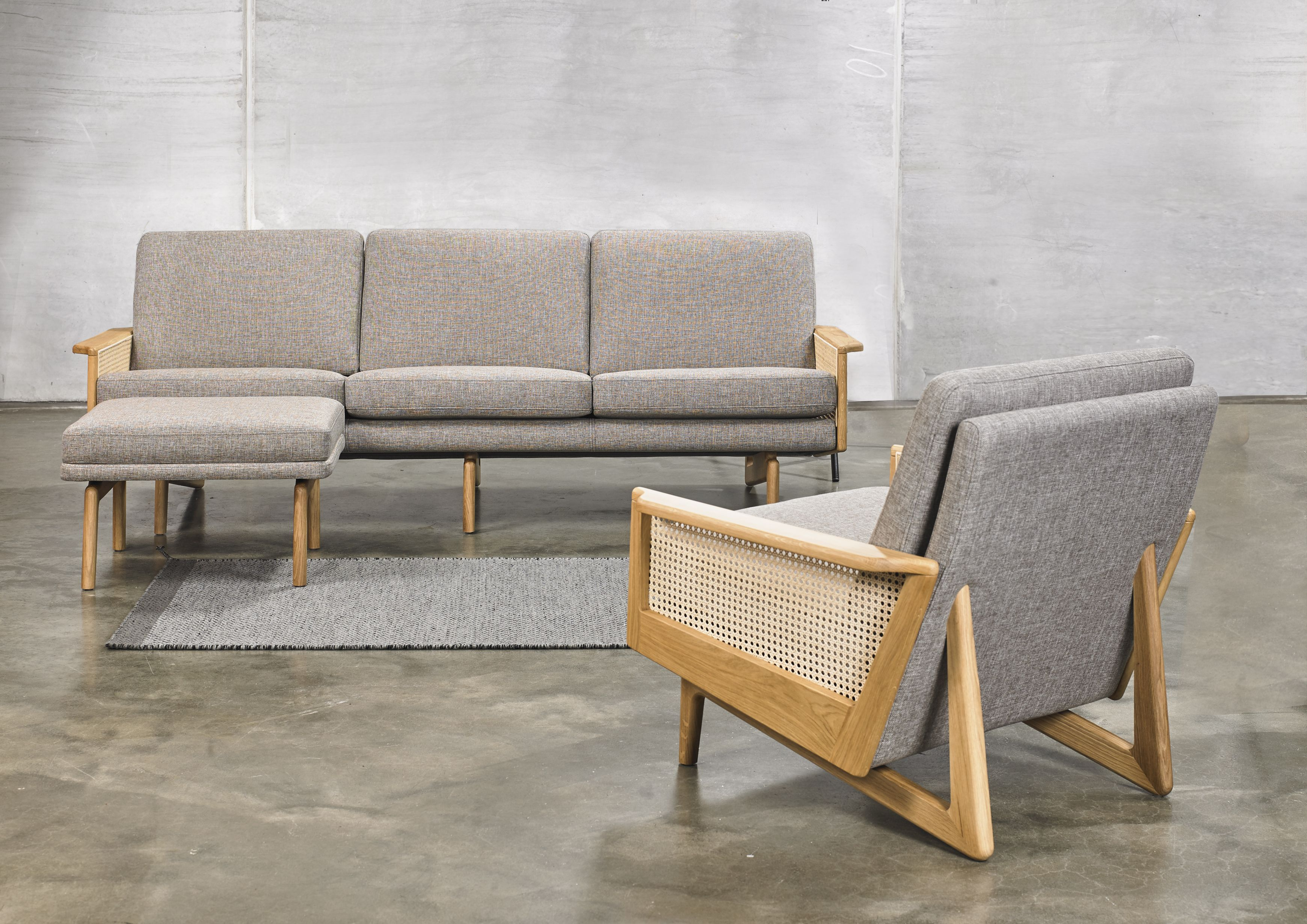 Kopenhagen Oak Designer Sofas Mit Armlehnen Aus Eichenholz Kopenhagen Und Kopenhagen Oak Als Sofa 2 Sitzer Oder 3 Sitze Sofa Design Sessel Mit Hocker Haus Deko