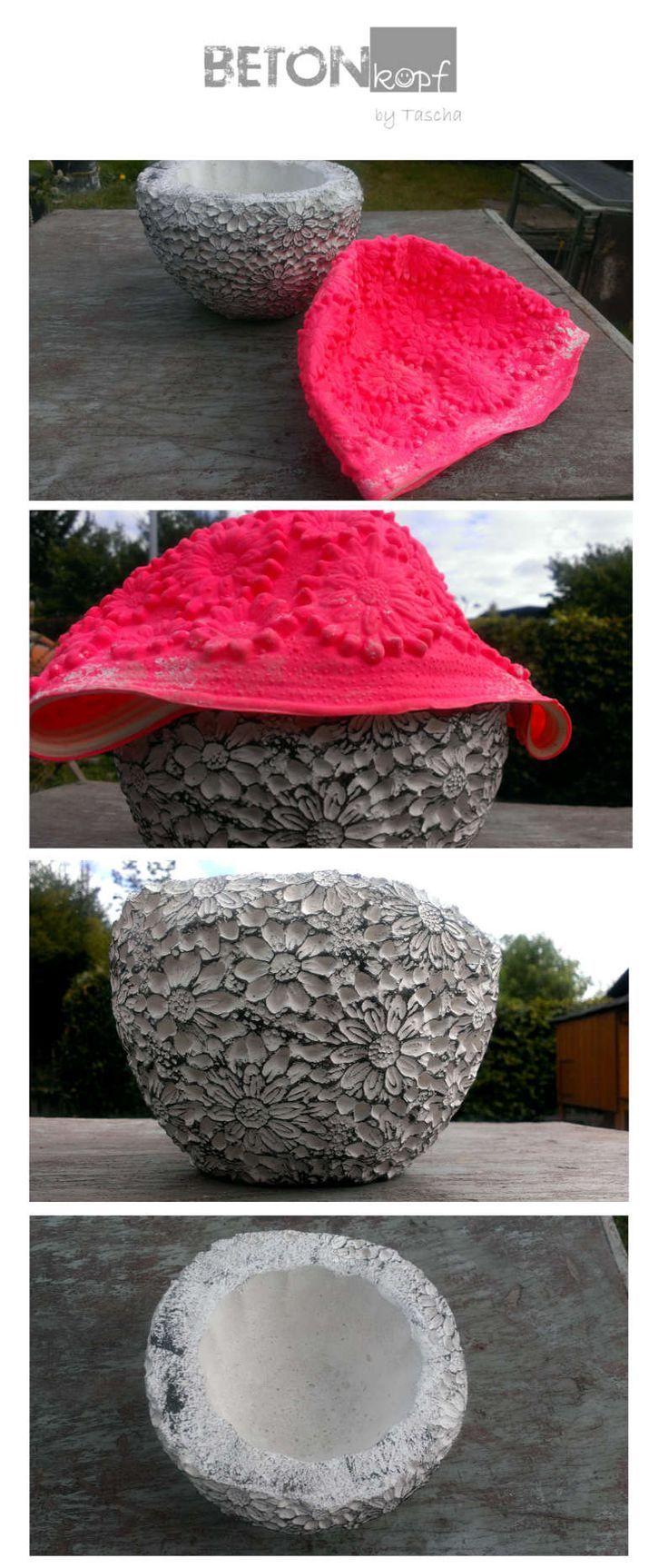 concrete planter out of a bathing cap concrete crafts concrete diy gardening con #Beton #Deko #Diy #Giessen #Garten #Basteln #Weihnachten #bonnets