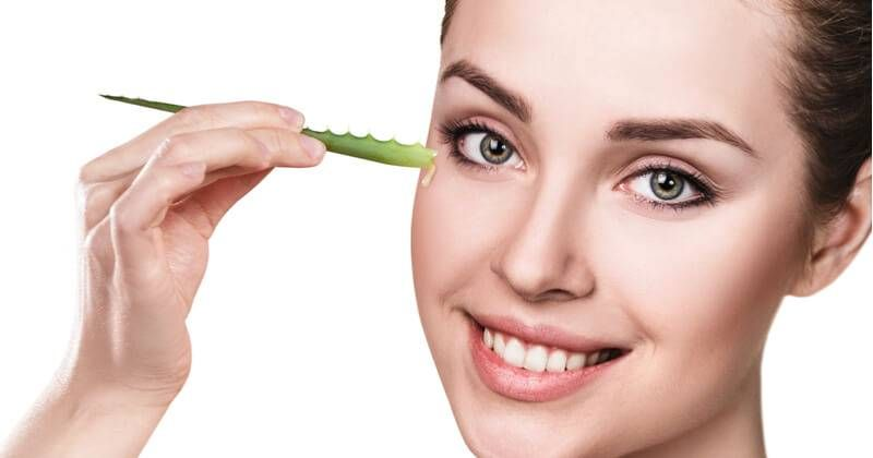 How To Use Aloe Vera To Get Clear Glowing And Spotless Skin Glowpink Clear Skin Tips Aloe Vera Skin Tags Home Remedies