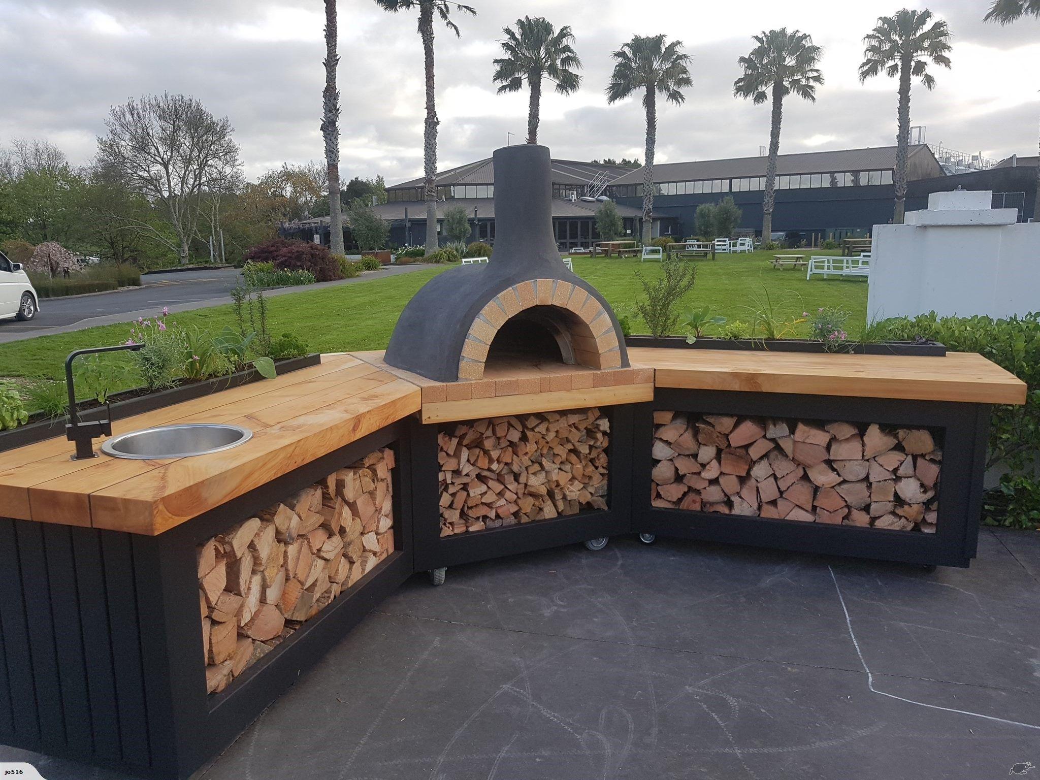 Dit Is Een Zeer Mooie Oven Maar Ook Het Idee Van Hout Stapelen Is Handig Als Je Binnen In Je Huis Een Pizza Oven Outdoor Pizza Oven Outdoor Kitchen Pizza Oven