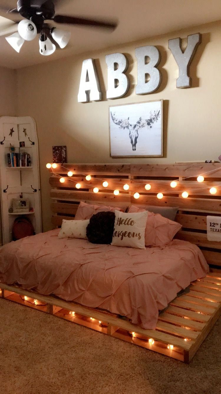 Love this pallet bed design and how it fits the room ... on Room Decor Ideas De Cuartos Aesthetic id=75264