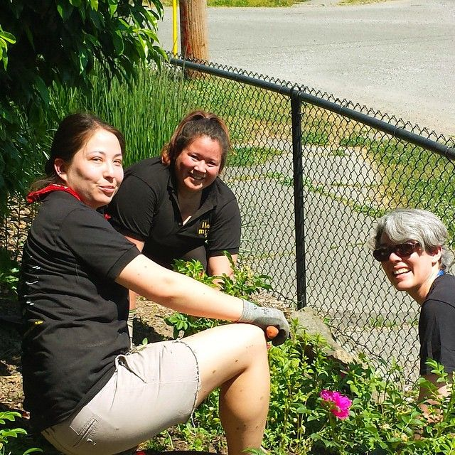 This week some @communityhealthplanwashington HR & Facilities team members volunteered time at the Seattle PlayGarden! The PlayGarden provides a safe place for children with special needs to play.