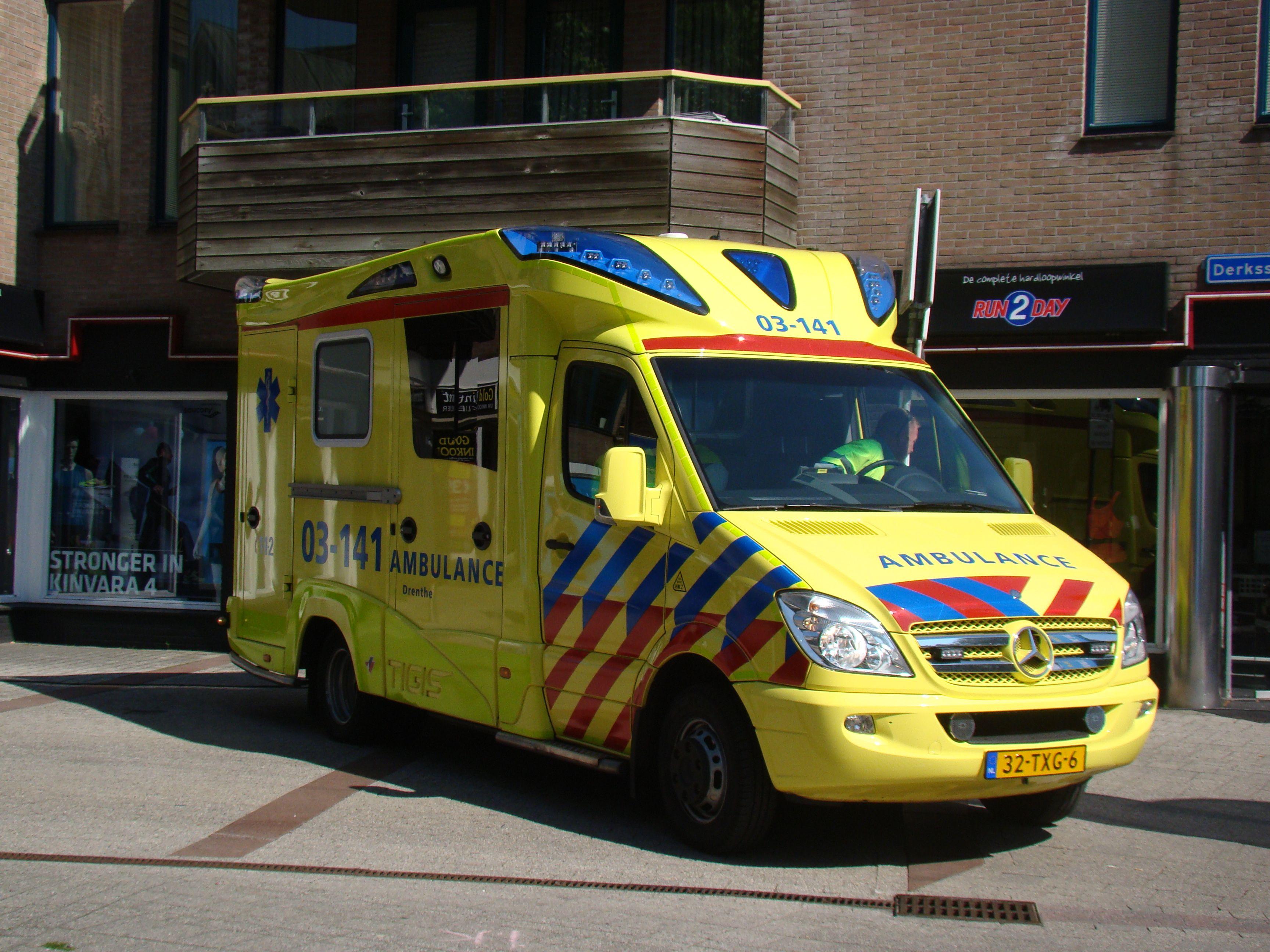 03141 mercedesbenz 519 cdi_a1 tigis ambulance van de