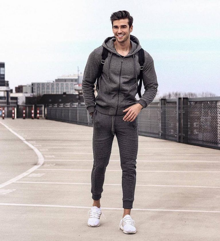 410acb64b2e3 25 Outfits to Wear with White Sneakers for Men
