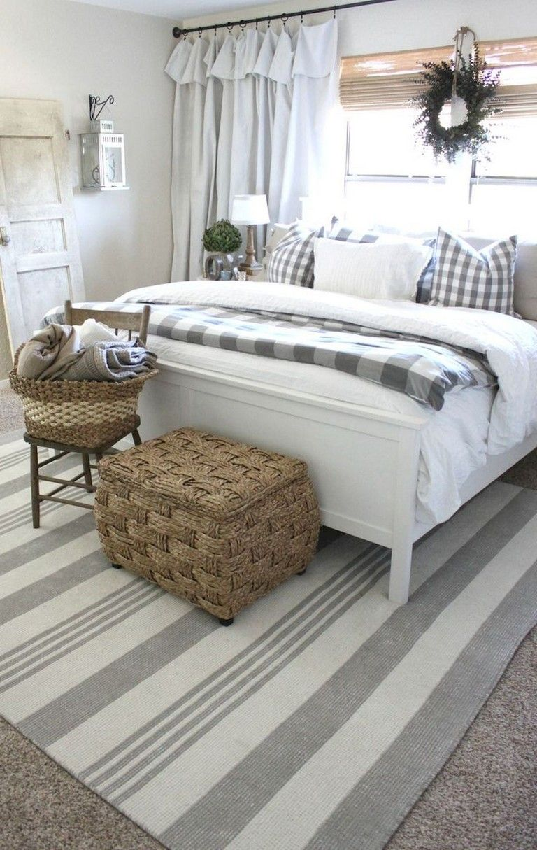 35 Good Urban Farmhouse Master Bedroom Makeover Ideas