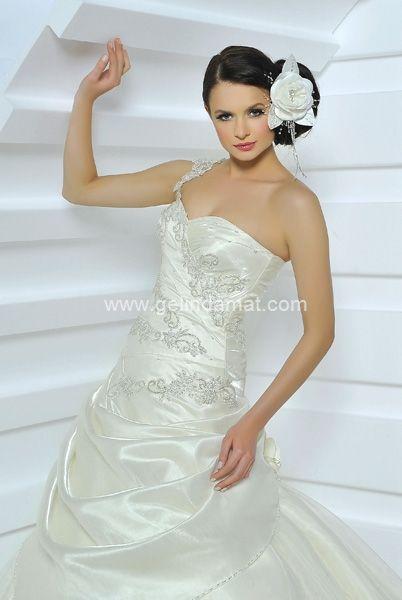 İstanbul Moda Evi  / Daha fazla model için (www.gelindamat.com) #gelinlik #bride #bridal #wedding #weddingday #weddingfashion #bridetrends #gelinlik #gelinlikmodelleri #gelindamat #brides #weddingdres #gelinlikciler