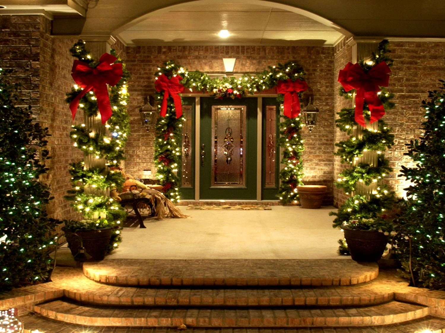 Christmas House Party Ideas Part - 32: Festive Porch And Home Entrance Christmas Decor Featuring Lighted Green  Garland With Red Bow Around The Door And Lighted Garland Wrapping Porch  Column Idea.