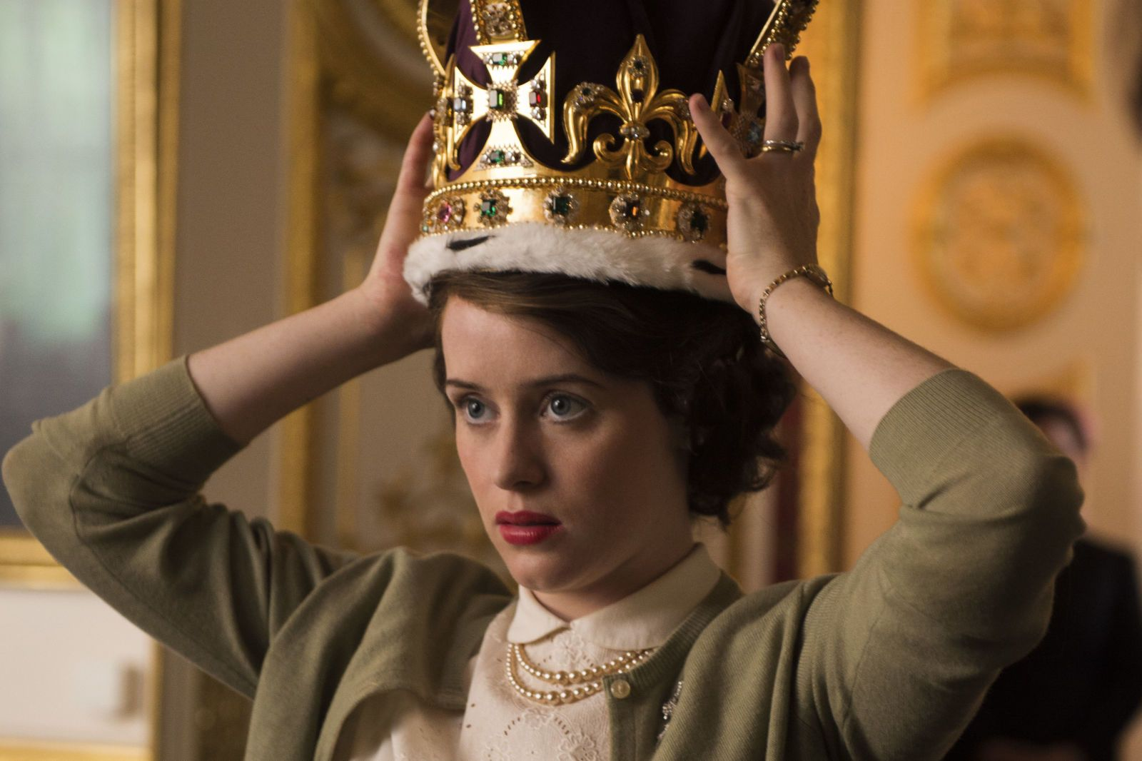 The Crown review: Netflix's ambitious and sprawling epic is a right royal triumph - DigitalSpy.com