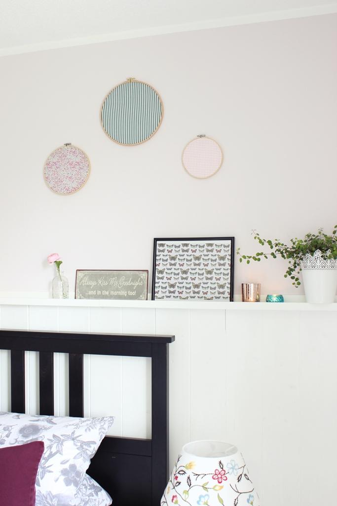 Stickrahmen Mit Schönem Stoff Als Deko Bild Aufhängen Wohnung