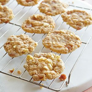 Caramel Apple Oatmeal Cookies....my dad would love these :  )  This recipe got all 5 stars from everyone that made them.  YUM