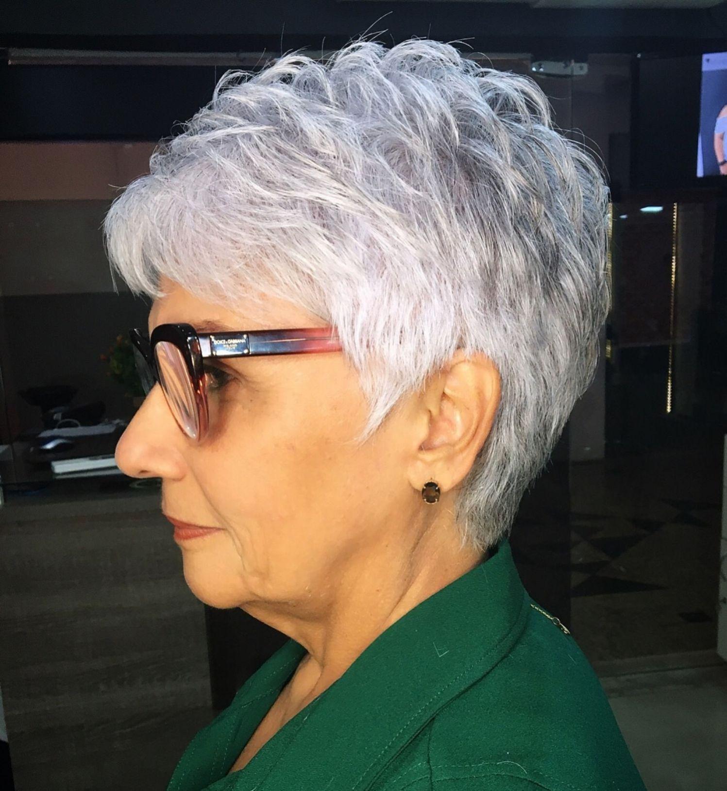 Ruffled Purple Tinted Gray Pixie Short Hair Older Women Older Women Hairstyles Cool Hairstyles