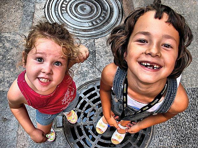 Foto de dos niñas sonrientes