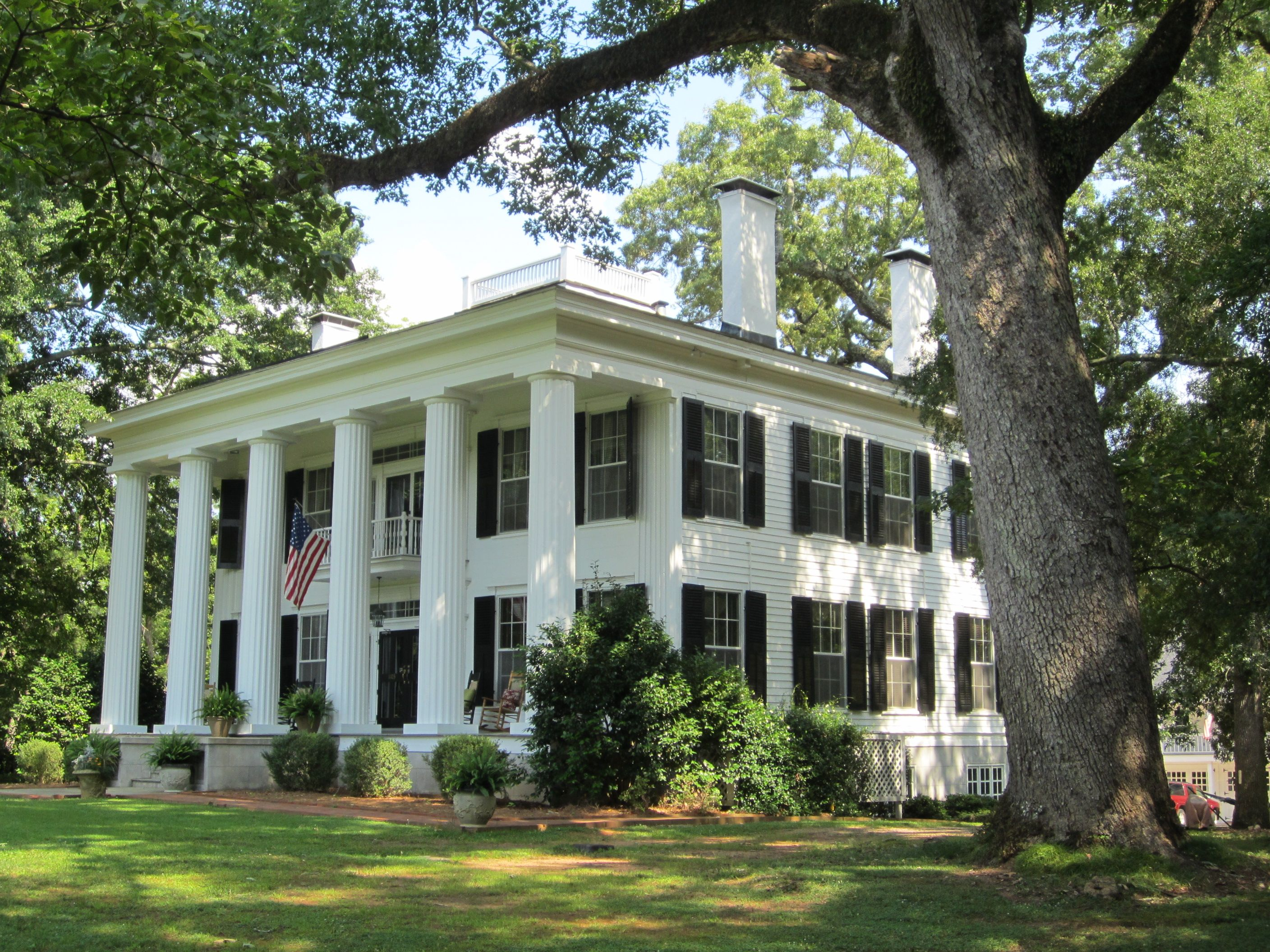 The Oaks Lagrange Ga The Oaks Is The Boyhood Home Of Lamar Dodd The Most Recognized Georgia Artis Southern Architecture Old Southern Homes Antebellum Homes