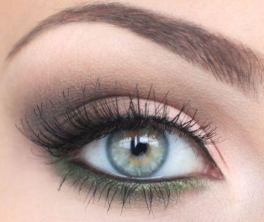 simple natural looking  hazel eye makeup green eyeliner