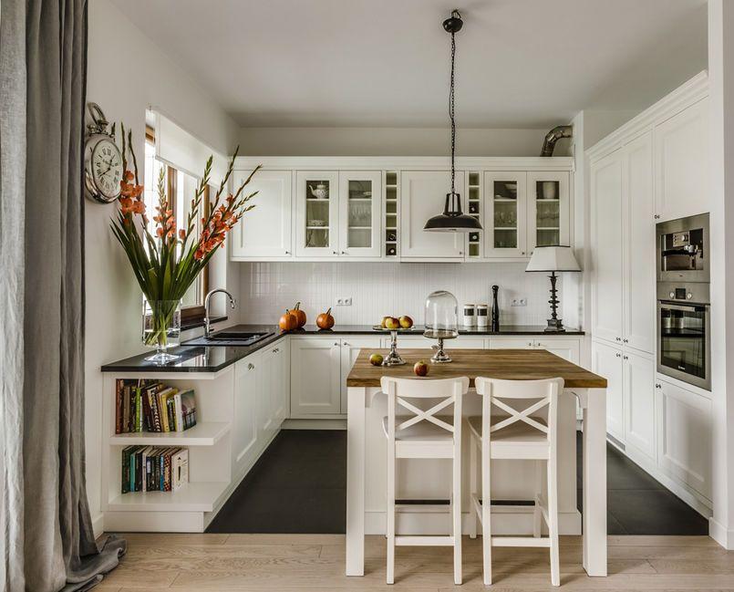 Klasyczna Kuchnia Z Mala Wyspa Kuchnia Styl Klasyczny Aranzacja I Wystroj Wnetrz Classic Kitchen Design Kitchen Design Country Kitchen