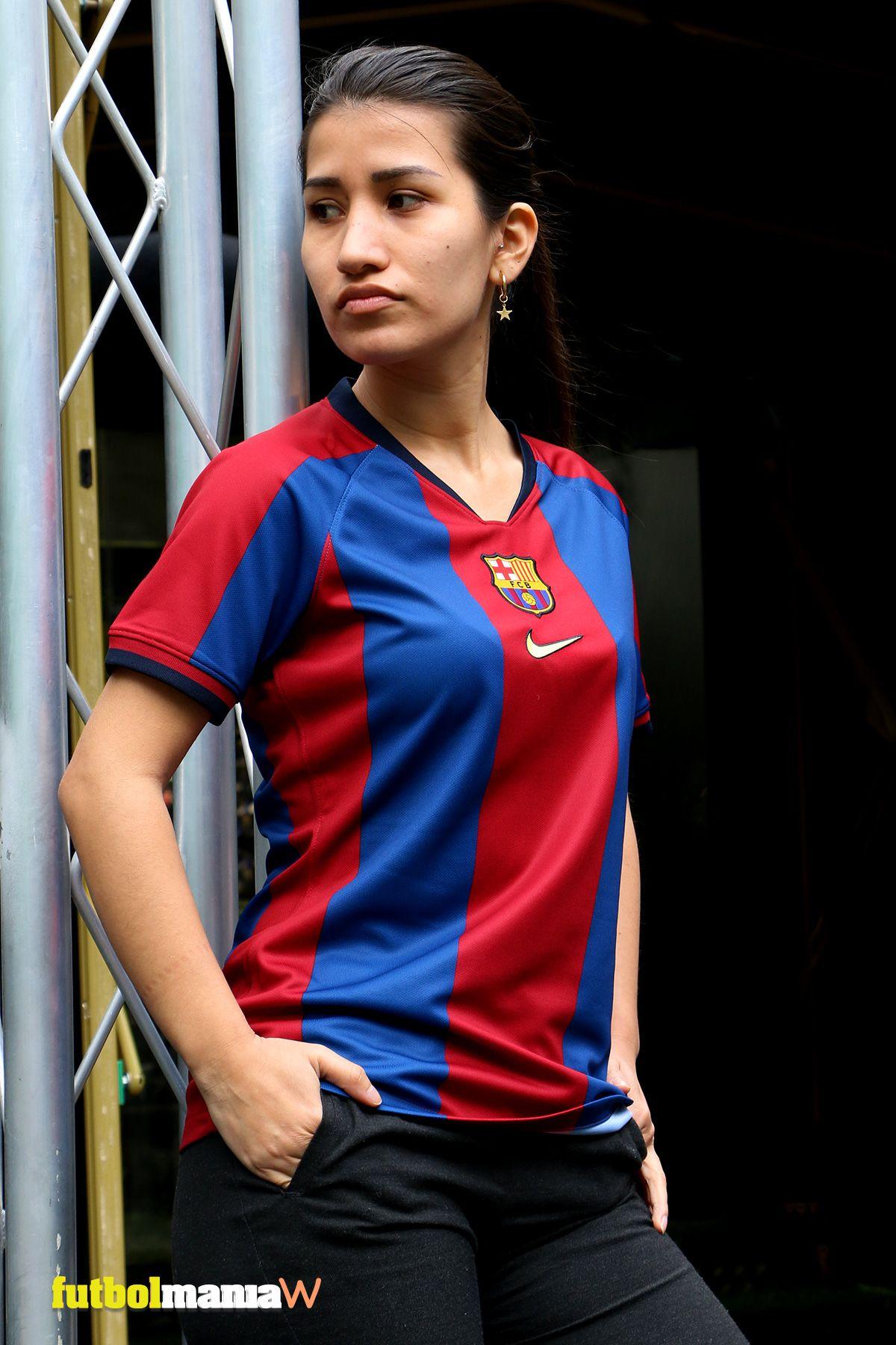 c6d19ae5 Camiseta conmemorativa mujer Nike FC Barcelona El Clásico 1998-1999 -  azulgrana. Diseño inspirado