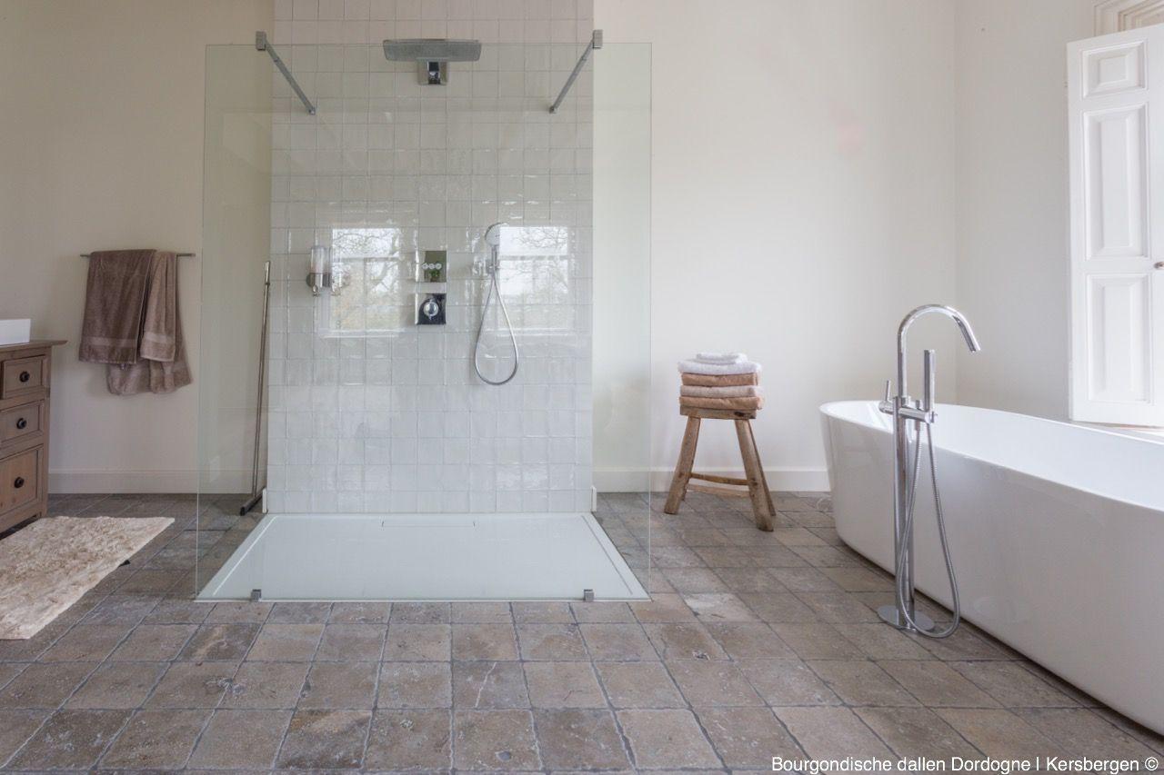 Natuursteen tegels in de badkamer - Kersbergen Bourgondische dallen ...
