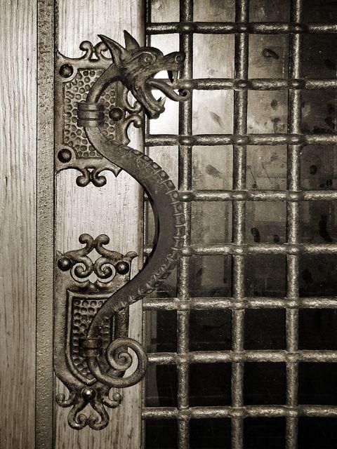 & Grifo aldaba | Door handles Doors and Dragons